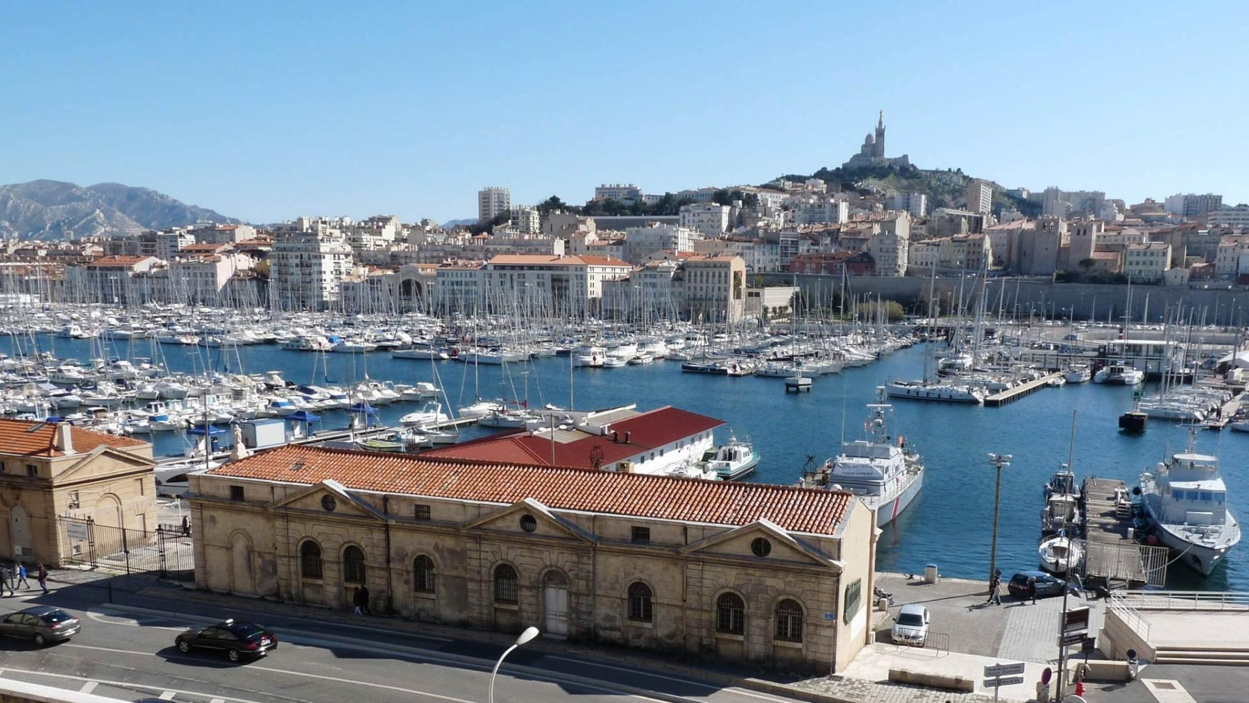 In Alten Hafen von Marseille noch schnell eine Fischsuppe